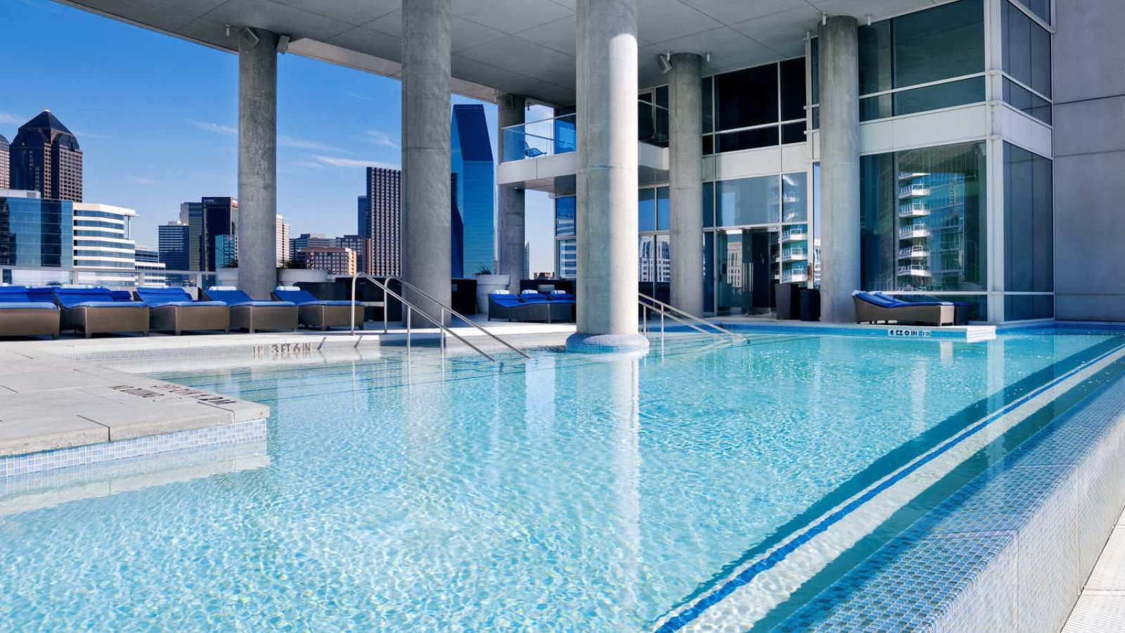 W Dallas- Victory WET Pool - Rooftop Pool in Downtown ...